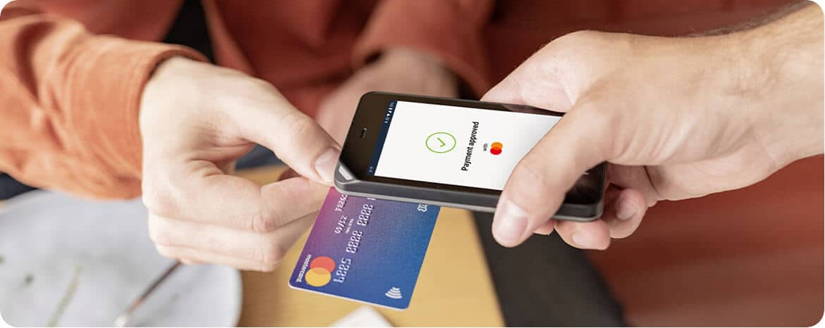 FX105 small mobile device taking a contactless payment